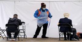 El Servicio Nacional de Salud informó que los exámenes para descartar la presencia de coronavirus, presentaron fallas retrasándose las cifras de la Covid-19.