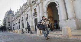 El diagnóstico en las últimas horas de tres positivos a la Covid-19 en La Moneda obligó a activar los protocolos sanitarios correspondientes.
