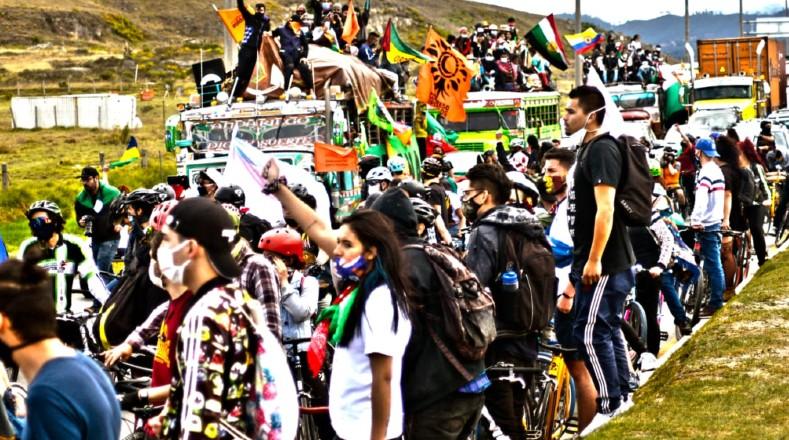 La Minga llega a Bogotá por la imposibilidad del Gobierno nacional de reunirse directamente con ellos en Cali y llegar a acuerdos en sus demandas y peticiones.