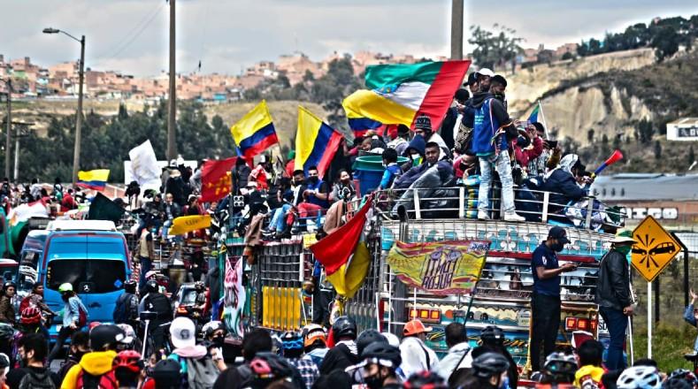 Los cerca de 8.000 indígenas llegaron a la capital en medio de aplausos y arengas por la población.