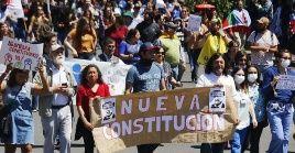 Tras numerosas protestas en 2019 el Congreso aprobó la convocatoria a un plebiscito sobre redactar una nueva Constitución que sustituya la actual.
