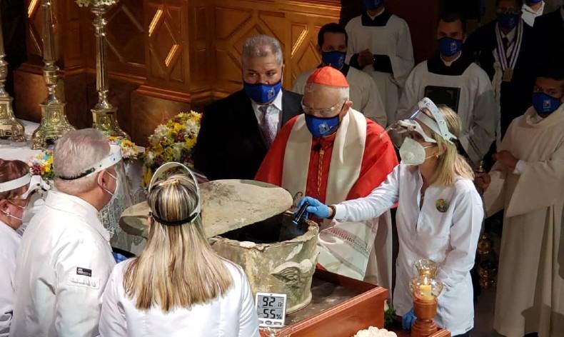 Exhuman restos en Venezuela del beato José Gregorio Hernández