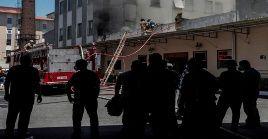 El Cuerpo de Bomberos del estado de Río de Janeiro, indicaron que el fuego se inició en el subsuelo del edificio por causas desconocidas.