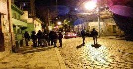 El atentado contra Luis Arce fue perpetrado por un grupo de personas que detonaron un aparato con dinamita en las afuera de la sede del MAS.