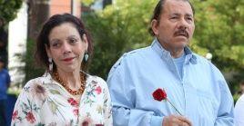 """Ortega y la vicepresidenta Rosario Murillo desearon a Biden un """"nuevo tiempo"""" para EE.UU."""