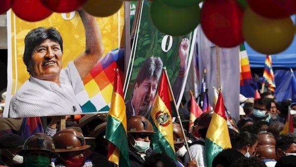 Evo Morales regresó a Bolivia, presidente argentino lo despide