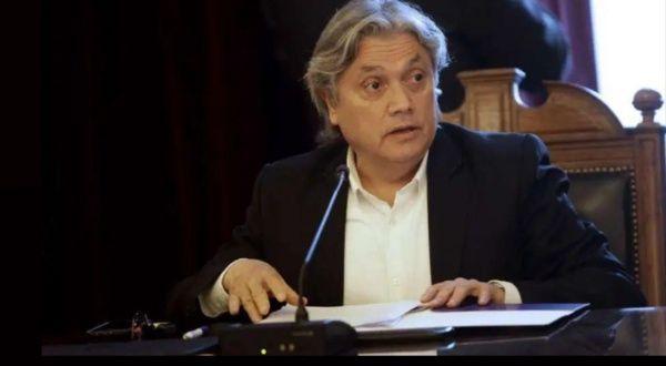 Senador chileno Alejandro Navarro se encuentra estable de salud