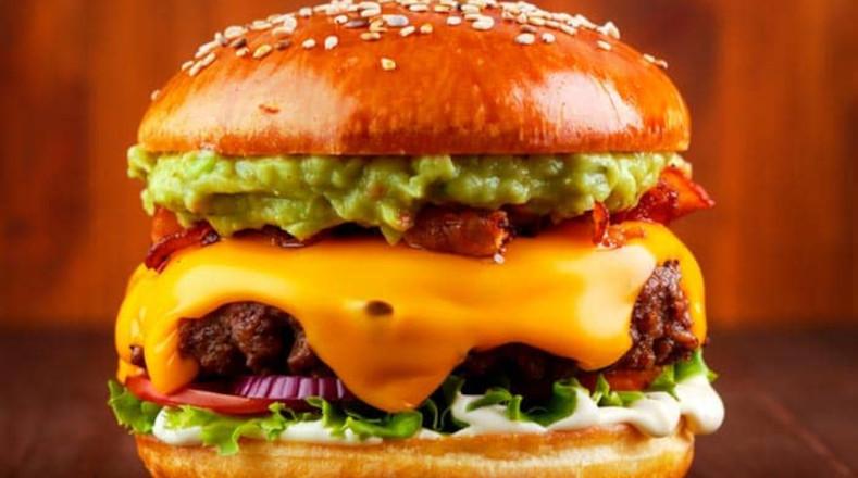 Fast food o comidas rápidas, como las hamburguesas, son producidas con altas cantidades de sodio y de azúcar, lo cual es un factor para contribuir al sobrepeso.