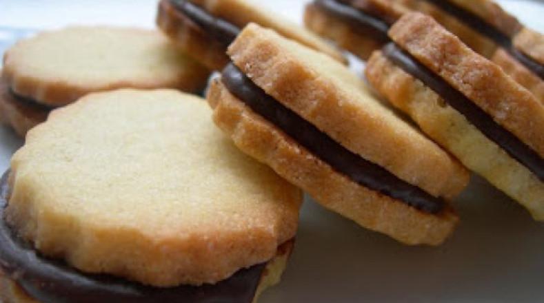 Galletas rellenas. Este tipo de galletas tiene como principal problema su gran contenido de azúcar y sal. Su elevado consumo, puede provocar afectaciones en el desarrollo del cerebro del niño, de acuerdo con estudios.