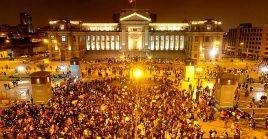 Miles de peruanos se mantienen en las calles desde el lunes en contra del presidente Manuel Merino.