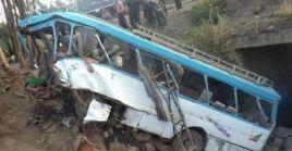 Las víctimas viajaban en un autobus que fue baleado durante la agresión.