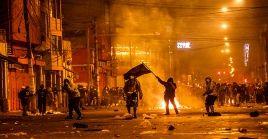 Dos muertos y más de un centenar de heridos dejó la represión policial de las masivas manifestaciones contra el exmandatario interino Manuel Merino.