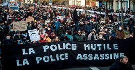 Miles de franceses se manifestaron el sábado en contra del abuso policial y la nueva ley de seguridad impulsada por el gobierno.
