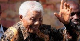 Nelson Rolihlahla Mandela fue un activista, abogado y político sudafricano de los siglos XX y XXI .
