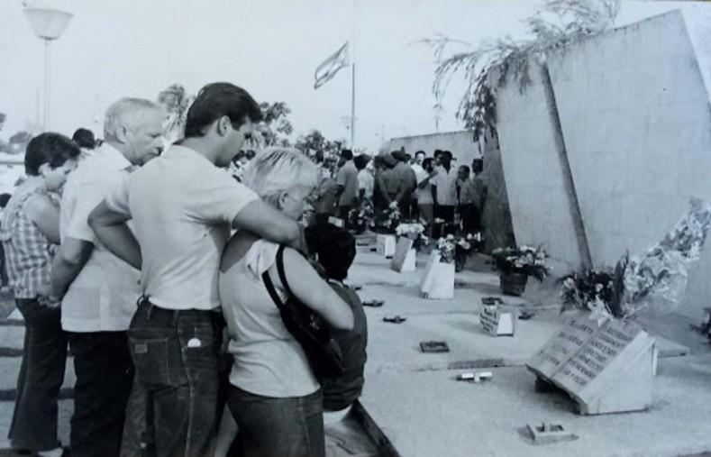 """""""De Angola solo nos llevaremos los restos de nuestros combatientes"""", era la promesa cubana, cumplida en 1989 cuando fueron repatriados  los restos de  2.016 cubanos."""