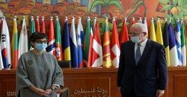 La canciller española Arancha González anunció a su homólogo palestino Riyad al-Malki que el país europeo ofrecerá a Palestina, de manera priorizada, vacunas contra el coronavirus.