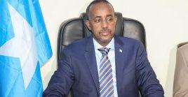 El atentado se produjo frente al lugar donde se esperaba la presencia del presidente somalí, Mohamed Hussein Roble.