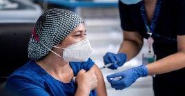 En esta jornada llegaron al aeropuerto de Santiago de Chile las primeras 10 mil primeras dosis del inmunizador procedentes de Bélgica.