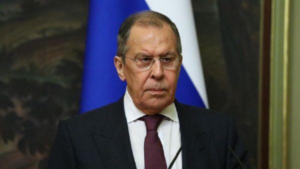 El cancillero ruso dijo que, aunque no se espera que ocurra, su país mantiene la esperanza de que la nueva Administración opte por unas relaciones bilaterales más constructivas, y amplió mostrando la disposición de Rusia al diálogo productivo.