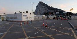 """Con el nuevo acuerdo se garantiza la fluidez en la frontera """"de hecho"""" que existe en Gibraltar, territorio en disputa entre Reino Unido y España."""