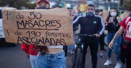 De acuerdo a Indepaz en el 2020 se cometieron 90 masacres con un saldo de 375 personas asesinadas.