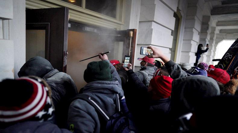 Personalidades políticas, intelectuales y artistas nacionales e internacionales calificaron los disturbios como un intento de golpe de Estado.