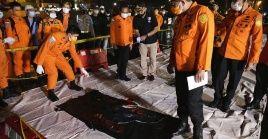 Barcos de rescate, Ejército, helicópteros y buzos fueron desplegados en el lugar del siniestro después de que fuera localizado el sábado por la noche.