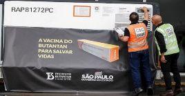 La eficacia de la vacuna china llegó a ser cuestionada por el presidente brasileño Jair Bolsonaro quien llegó a meses atrás y hasta llegó a vetar su compra.