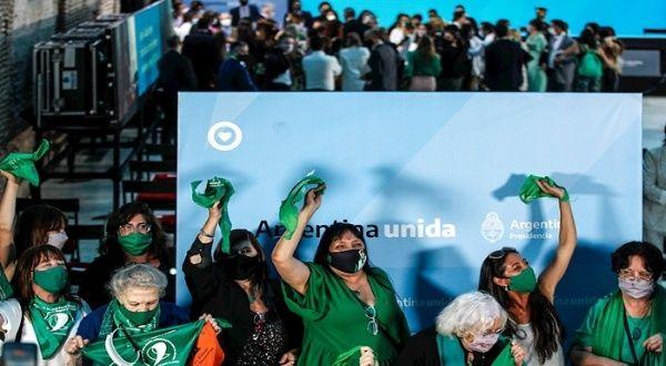 Lideresas argentinas se pronuncian a favor de la Ley del aborto - teleSUR TV