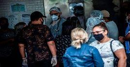 La capacidad hospitalaria fue desbordada por el alto número de pacientes con coronavirus en Manaos.
