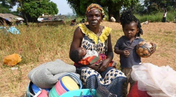 Personas huyen de la violencia en la República Centroafricana - teleSUR TV