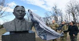 En la ciudad de Shushá, el presidente Ilham Aliyev colocó una estatua a gran tamaño del compositor Uzeyir Hajibeyli.