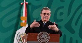 """""""México saluda el fin de la construcción del muro, (y) la iniciativa migratoria en favor de DACA"""", dijo el canciller Ebrard."""