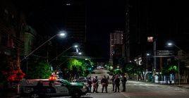 Desde el 14 de enero los más de dos millones de habitantes de la ciudad brasileña de Manaos acatan un toque de queda de 11 horas.