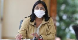 """Rodríguez llamó a los venezolanos a acudir, """"de manera temprana, a los centros asistenciales ante cualquier síntoma del virus""""."""