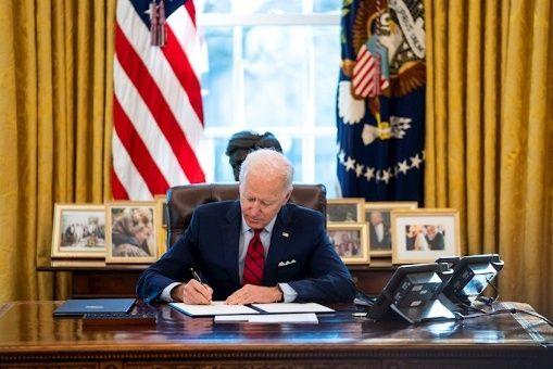 Biden aseveró que revisará las prácticas para otorgar permisos en el sector energético y las concesiones de combustibles fósiles.
