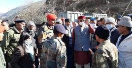 Las autoridades locales de India llevan a contrarreloj la búsqueda de sobrevivientes más de 24 horas después del alud producido en las faldas del Himalaya.