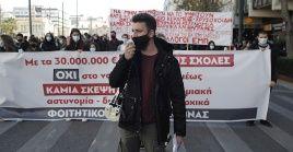 La manifestación en Atenas (capital), reunió al menos a 7.000 personas y tuvo lugar frente a la sede parlamentaria.