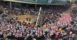 Miles de personas se congregan en Rangún contra la junta militar y exigen la liberación de los presos políticos tras el golpe de Estado.