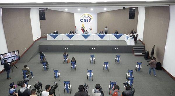 Resultado de imagen para arauz y lasso pasan oficialmente a la segunda vuelta para las elecciones