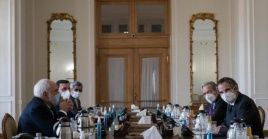 El canciller iran confirmó que las cámaras del OIEA se apagarán el día 23, pese a la presencia de Grossi para evitarlo.