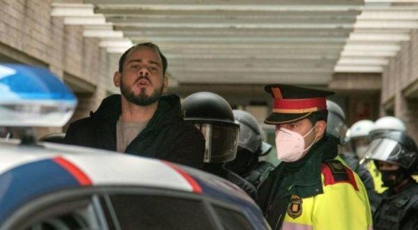 Continúan protestas en Barcelona por encarcelamiento de Hasel