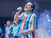 Oñate, quien inició su carrera en 1968, contaba en su haber con 25 discos de oro, siete de platino y seis doble platino.
