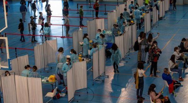Docentes españoles faltan a clases por malestar tras vacunarse