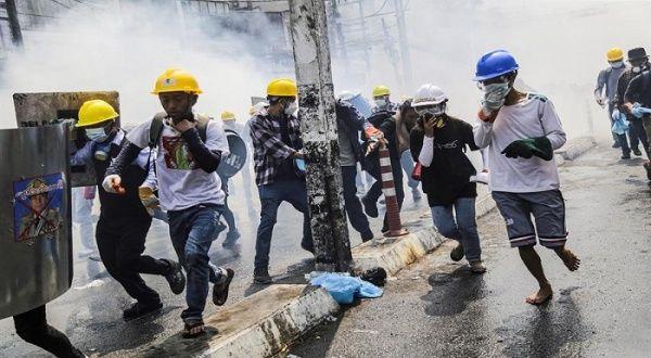 Denuncian que policía de Myanmar sigue empleando munición real
