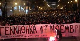 Las manifestaciones, las cuales alcanzan su quinto día consecutivo han reunido cada jornada más de 5.000 personas en la plaza Sintagma de Atenas.