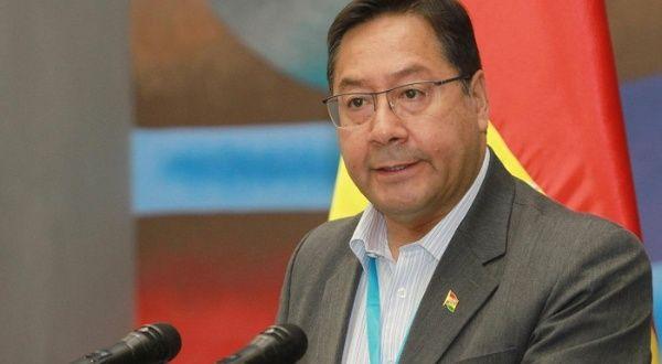 Presidente Arce pide a médicos dejar paro y vacunar en Bolivia