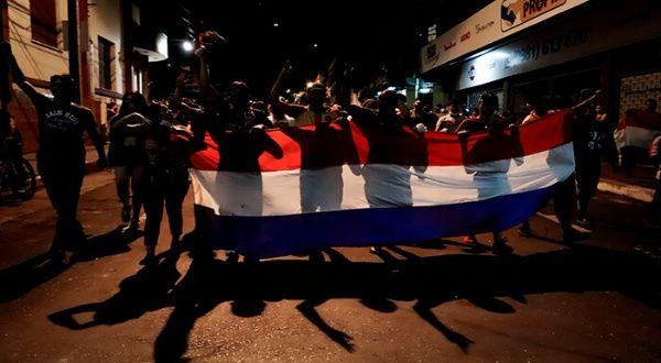 Paraguayos protestan por segundo día contra Mario Abdo Benítez