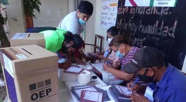 Ausencia de jurados electorales retrasa comicios en Bolivia