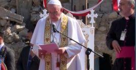 """""""Irak siempre estará conmigo, en mi corazón"""", dijo el papa al concluir la ceremonia en Erbil, en el Kurdistán iraquí."""